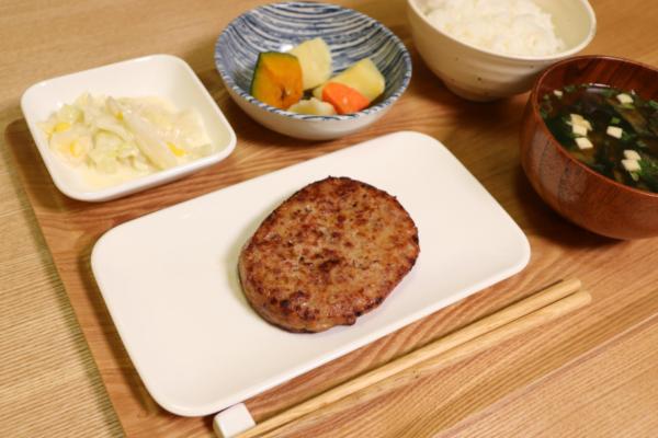 栄養バランスに優れた健康的な宅配食わんまいるの宮崎県産黒毛和牛と黒豚のハンバーグ!実食レビュー