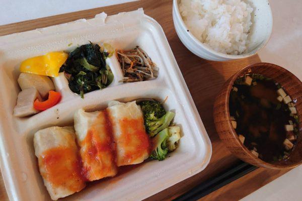 昼食にも便利!カロリー制限食「NOSH」の宅配食「ロールキャベツのトマト煮込み」を頂きました。