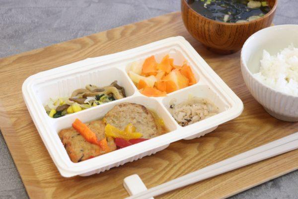 健康応援食ウェルネスダイニングの宅配食「ひじきと野菜の豆腐揚げ」を頂きました。